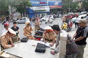 Điều khiển xe máy không có giấy đăng ký xe bị phạt bao nhiêu tiền?